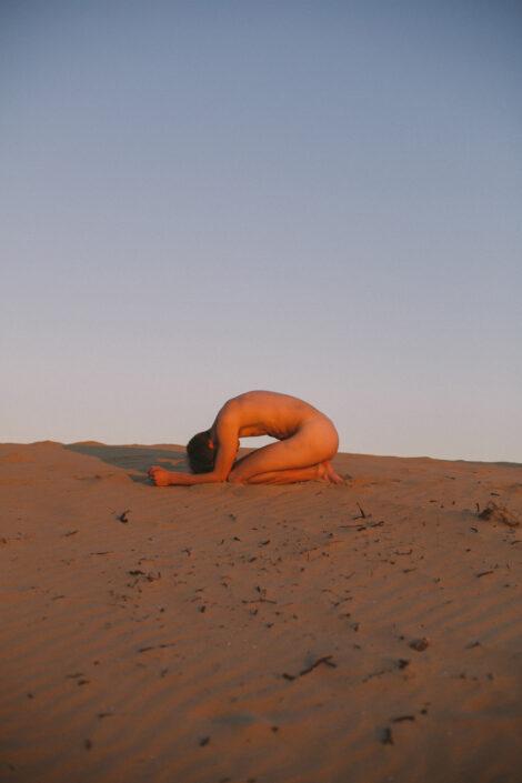 David van Dartel - Zelfportret in het Zand
